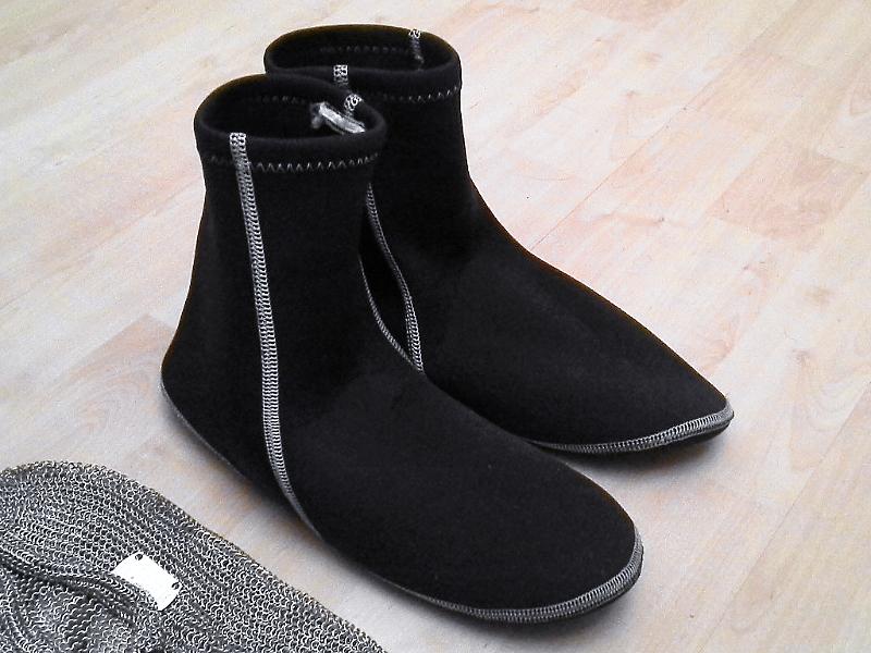 Wasserdichte Neopren-Surfer-Socken gegen hohe Nässe und bnei niedrigen Temperaturen.